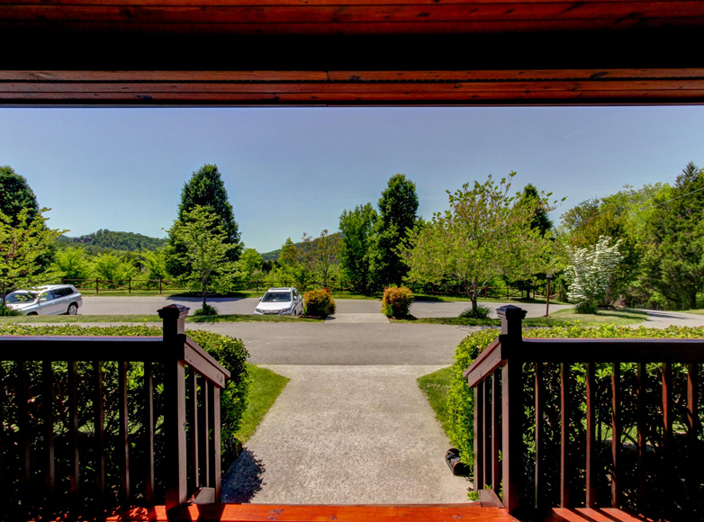 Photo of entry at Sevierville Tennessee bed and breakfast