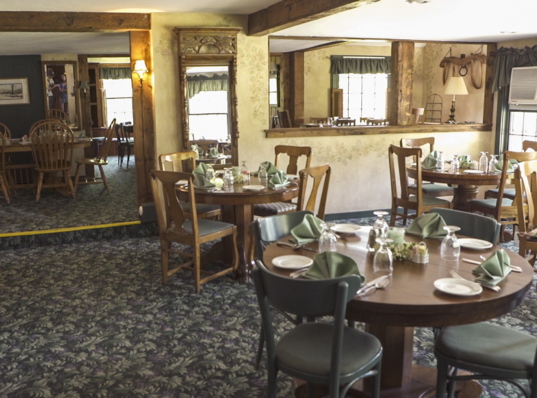 Photo of dining room at Vermont inn for sale